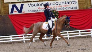 Twee Drentse titels voor pony-amazone Marcella Berends