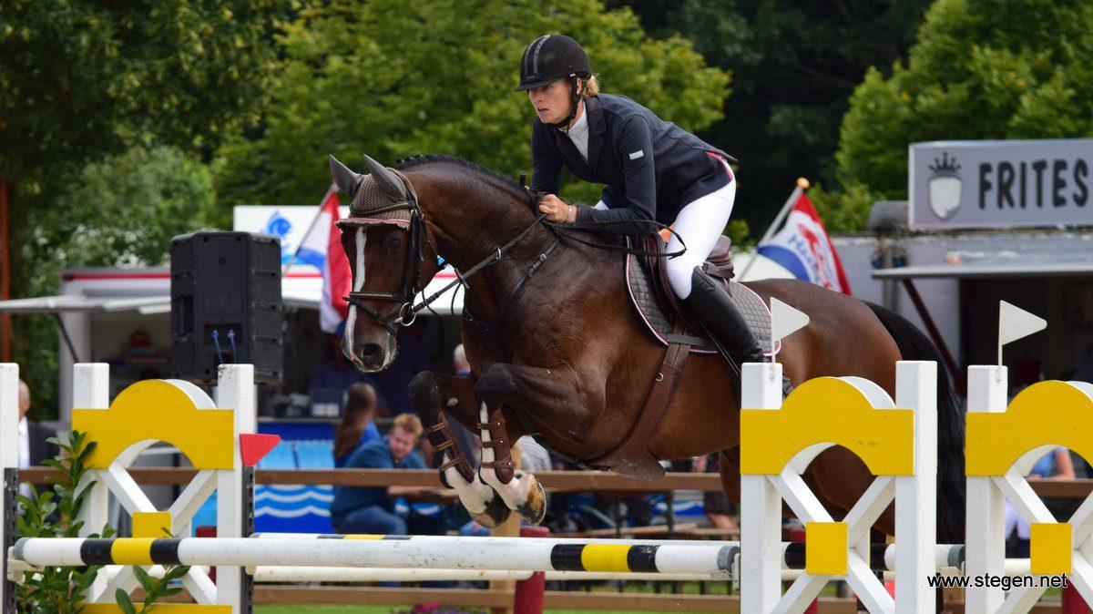 Marcelle Hokse won in Tolbert het 1.40 met haar toppaard Example (v. Ultimo).
