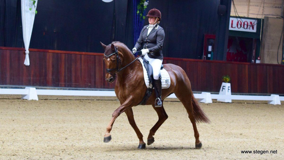 Marije Heuvel won met Belana de ZZ-zwaar tijdens Equi Drachten.