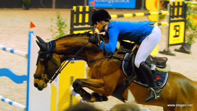 Marriët Hoekstra stuurde de formidabel springende U-Bresco Z naar de tweede plaats. foto: Steven Stegen