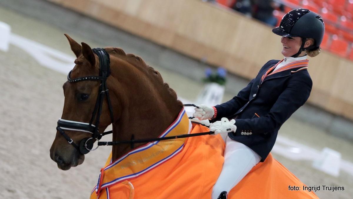 Limburgse zussen Mascha en Saskia van Es domineren KNHS-kampioenschap