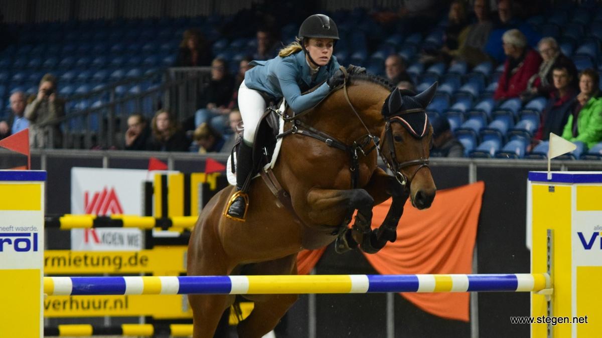 Maureen Bonder kwam met Come Together één honderdste te kort voor haar tweede overwinning met dit paard.