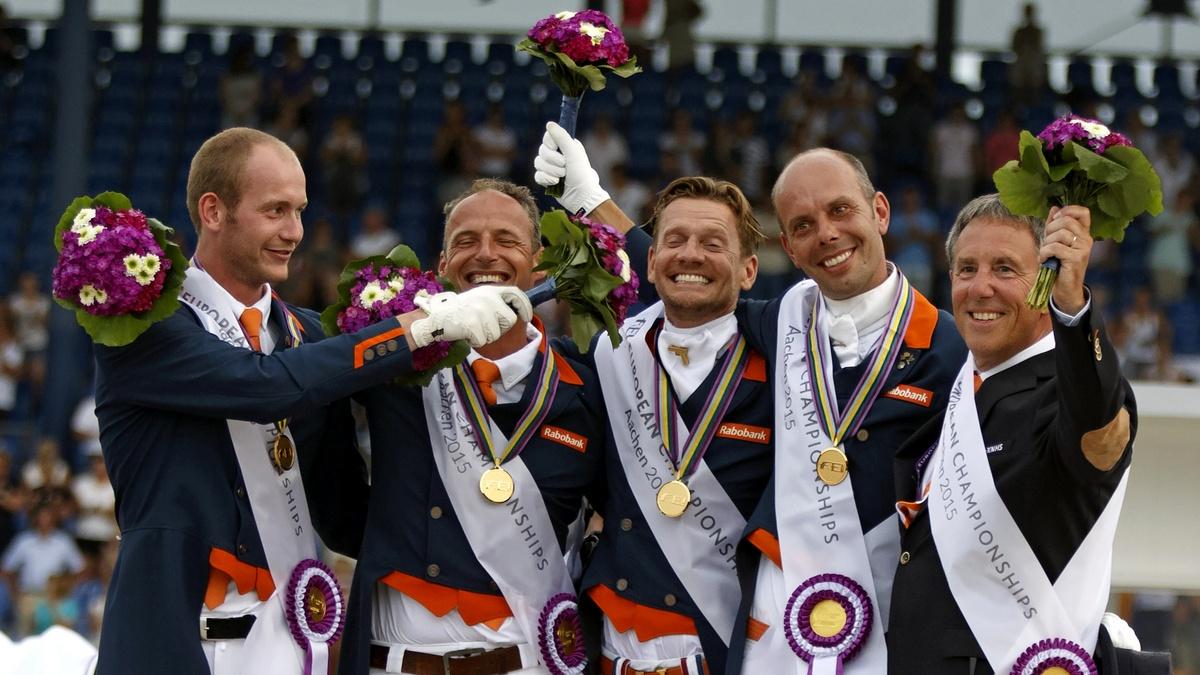 Het winnende Nederlandse team in de landenwedstrijd van het EK in Aken. Foto: FEI | Dirk Caremans