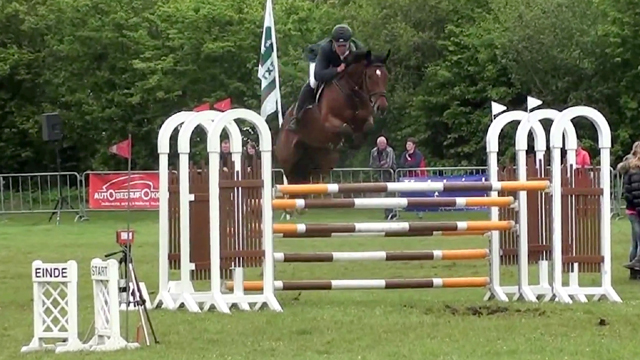 Peter Olthof wint springen tijdens Hardenbergse Ruiterdagen
