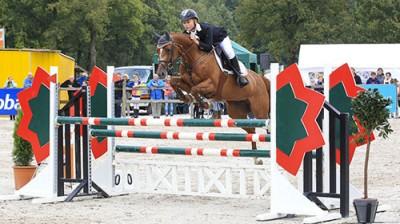 Rowen van de Mheen werd met Ensilla ZZ-kampioen pony's op de Hippiade.