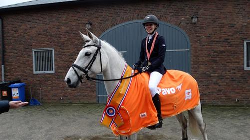 Saskia Brinkman uit Staphorst werd met Hentel kampioen in de klasse Z cat. C.