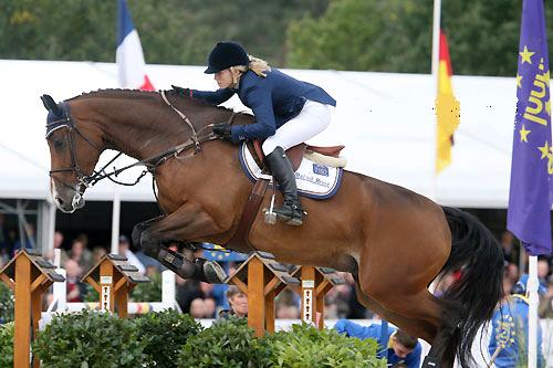 Stephanie van den Brink kampioen Young Riders