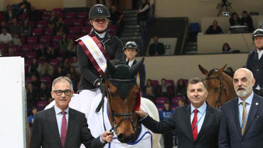 Suzanne Tepper rijdt KM Wish naar overwinning in Grote Prijs Warschau