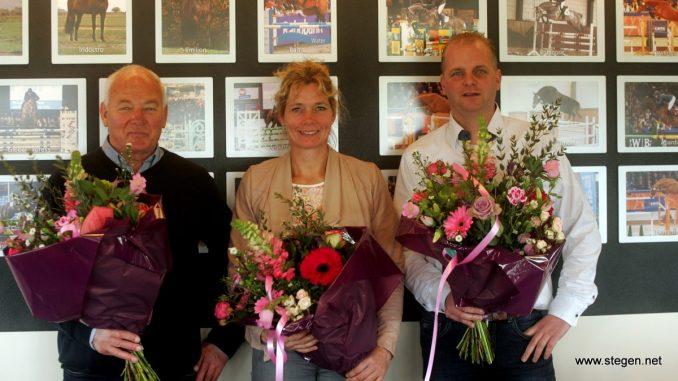 Wiepke van de Lageweg, Hester Klompmaker en Alex Nijboer bij de presentatie van het Talenten Springteam Fryslân (TSF).