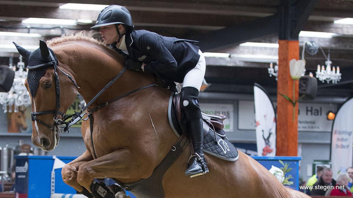 Debutant Chantal Regter wint spannende Grote Prijs Indoor Tolbert