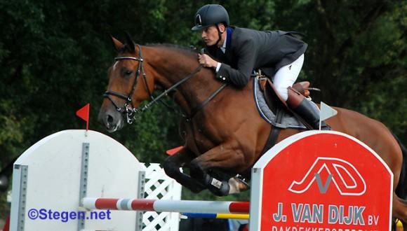 Weite Oldenziel werd met Ofichem's Amirda (v. Calvados) twee keer tweede in de ZZ. ©Steven Stegen