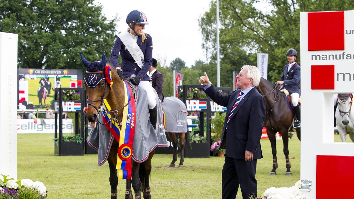 CSI Eindhoven. Jessica Mendoza won in 2014 de Derby van Eindhoven en krijgt de complimenten van Wim van der Leegte.