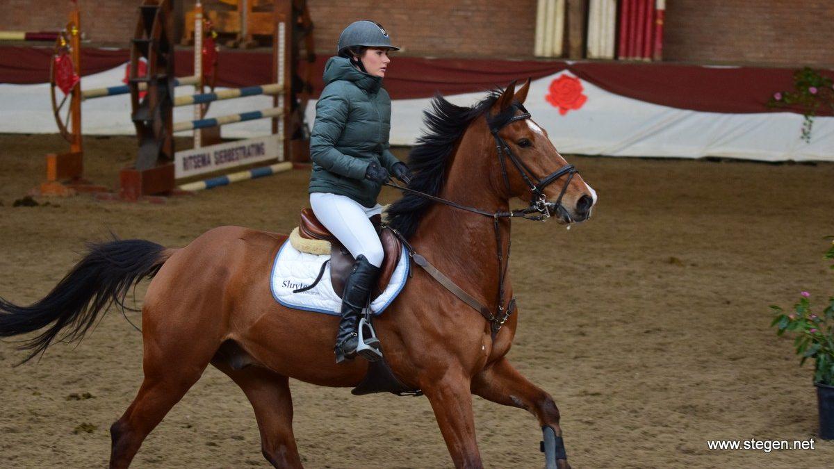 Xanne Sluyter en Hopsasa tijdens Roos in de Regio in Winschoten.