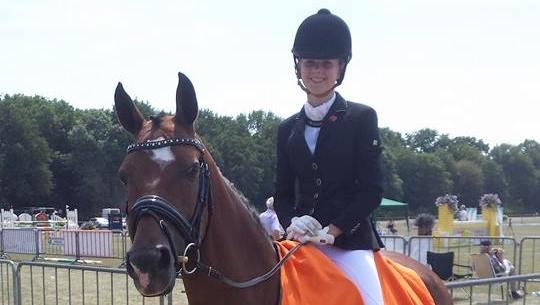 Zoe Schipper Gronings kampioen en reservekampioen bij pony's klasse Z2