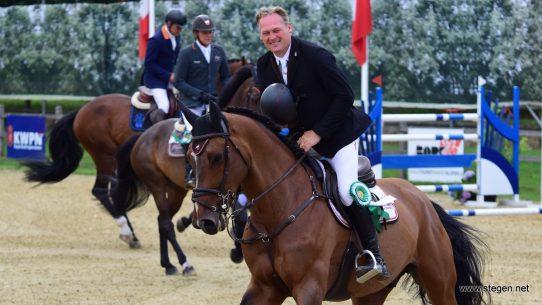 Robert Vos en Darius tijdens de ereronde bij het CH De Wolden.