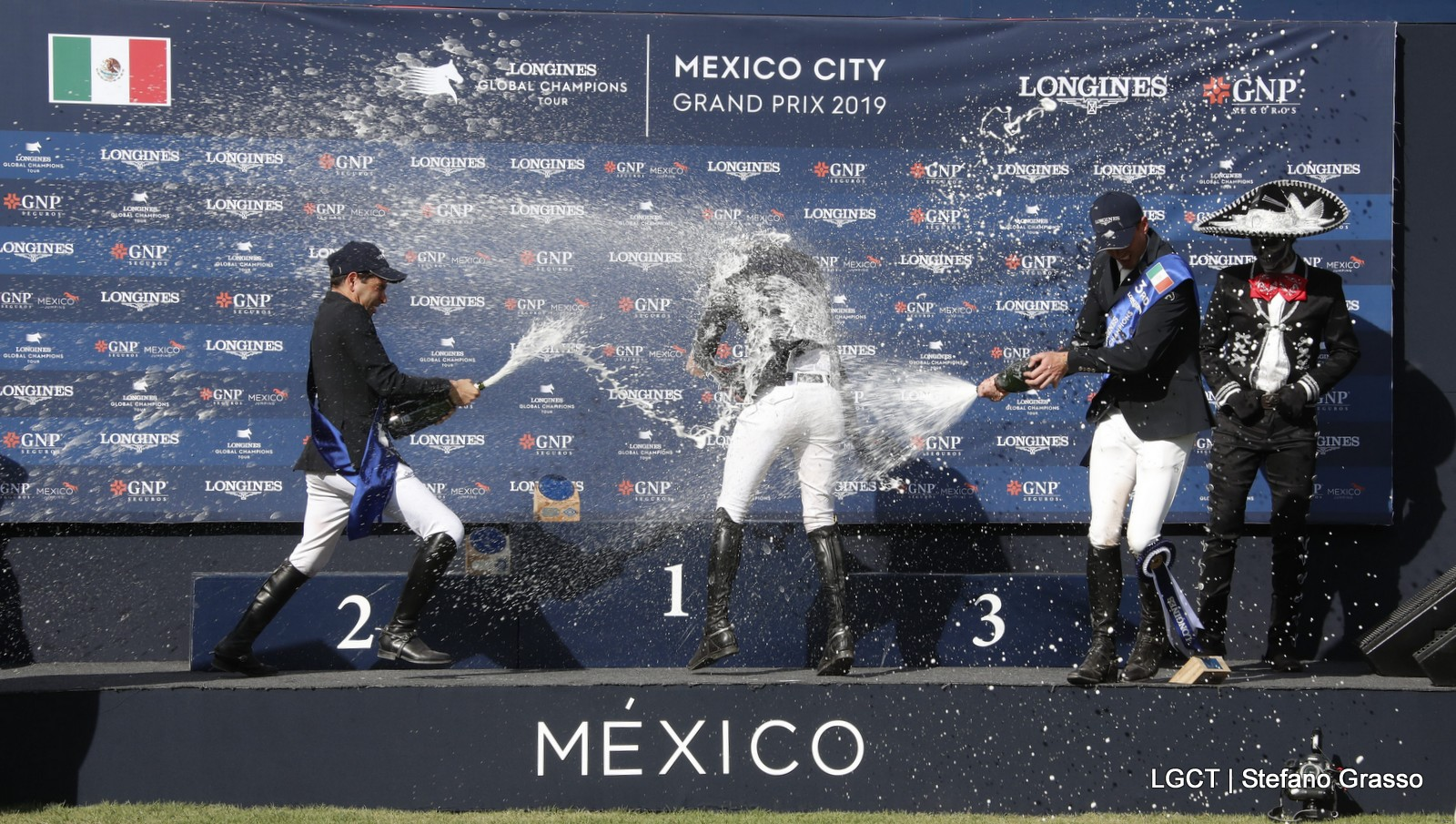 Harrie Smolders derde in Global Champions Tour Mexico City
