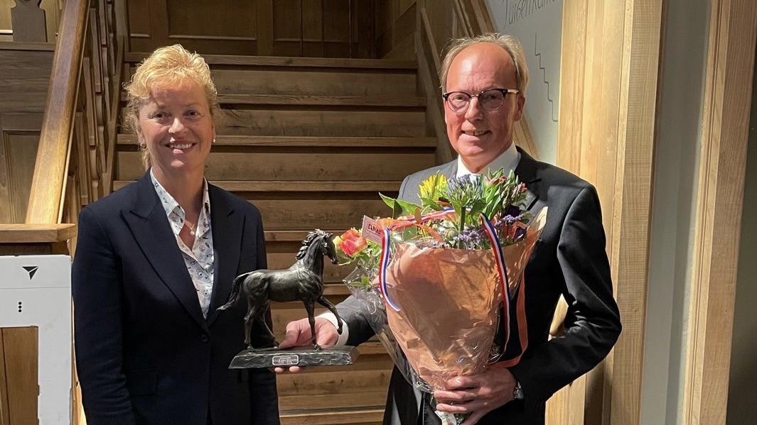 Ben Bontjer onderscheiden bij afscheid KNHS Groningen