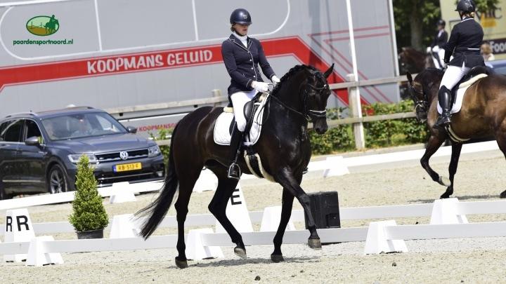 Julia van Schaik Drents kampioen Z1 met Nova