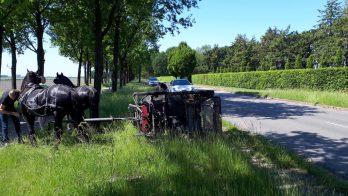 Ongeluk met koets in Valthermond: twee inzittenden naar ziekenhuis
