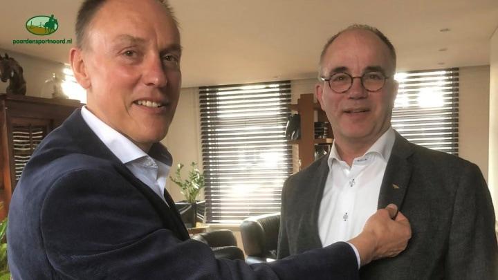 Willem Luiten krijgt gouden speld KNHS