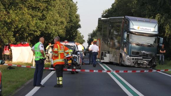 De ravage na het ongeluk op de N36 bij Westerhaar.