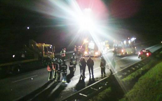 Hulpverleners op de A7 bij Winschoten.