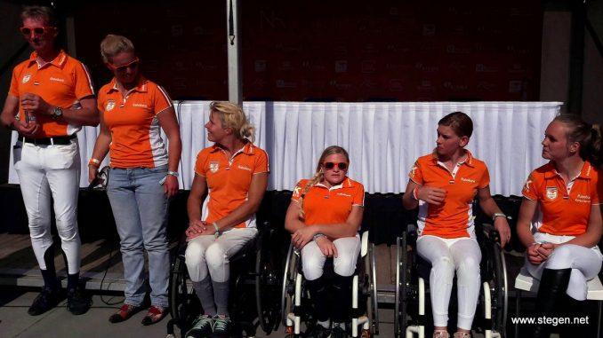 Het Nederlandse para-team dat naar de Olympische spelen in Rio gaat. foto: Ingeborg Vermeer