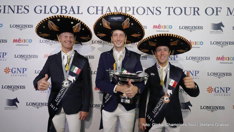 Het podium van de Global Champions Tour in Mexico, met Niels Bruynseels, winnaar Martin Fuchs en rechts Maikel van der Vleuten. foto: GCT | Stefano Grasso