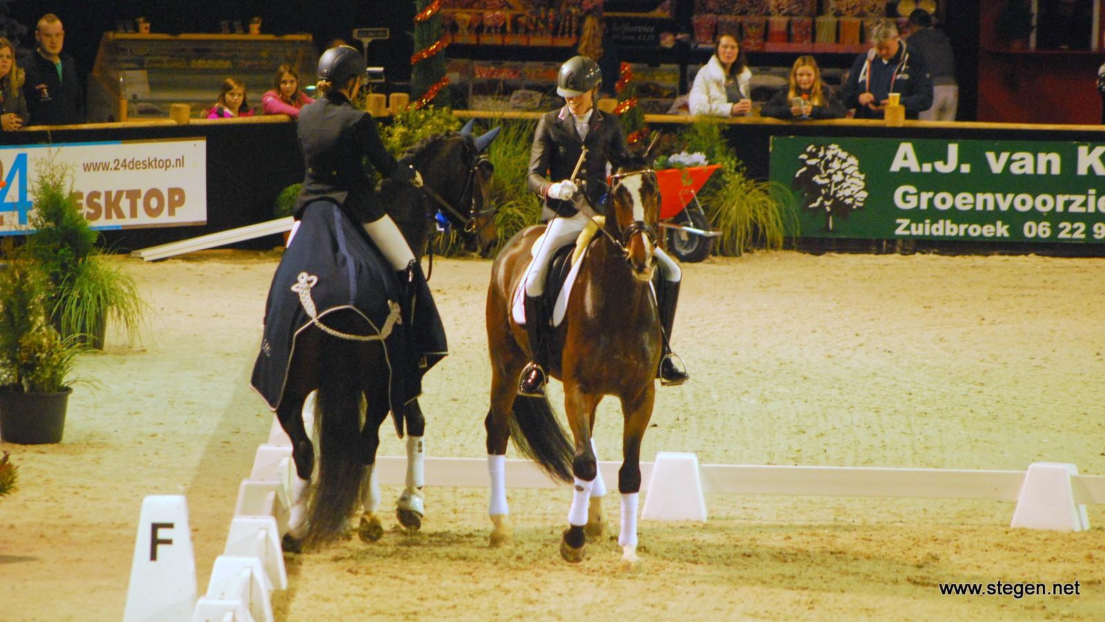 KNHS doet prijsuitreiking te paard in de ban