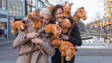 NK stokpaardrennen Hoogeveen aftrap actie voor Drentse voedselbanken