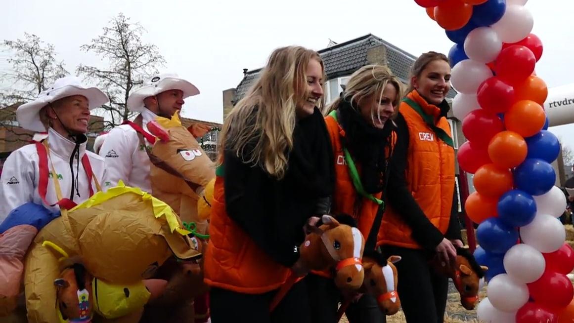 NK stokpaardenrennen in Hoogeveen levert 10 mille op voor Drentse voedselbanken