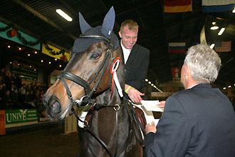 Hartwig Rohde krijgt de felicitaties. ©Eddy Korringa
