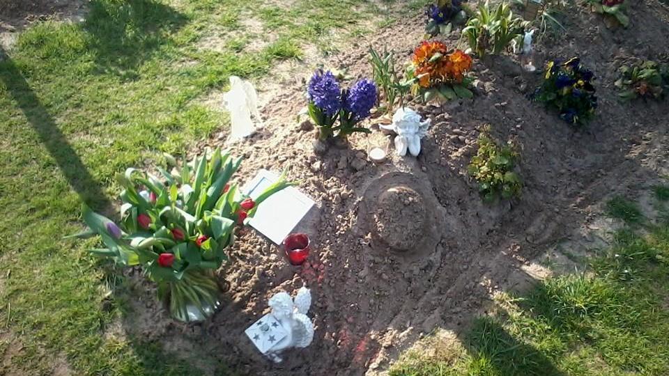 Hoedje gestolen van graf amazone Anneke Muilwijk
