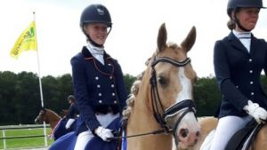 Nienke Wulff met pony Yellow Boy Fries kampioen Z2-dressuur